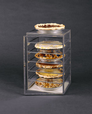 oldenburg-glass-case-with-pies
